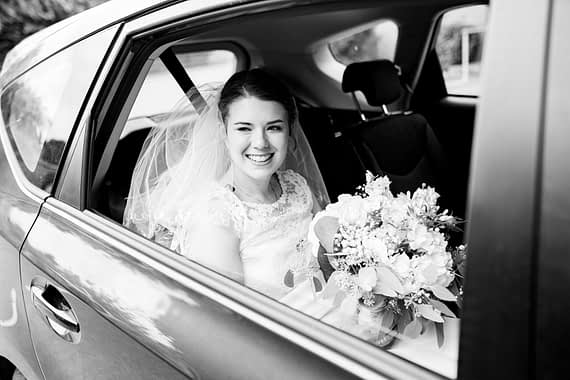 bride arriving micro wedding photographer