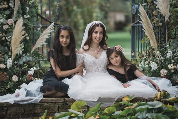 cotswold micro wedding barnsley house bride with family micro wedding