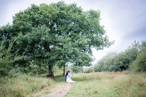 kissing under tree micro wedding photographer covid