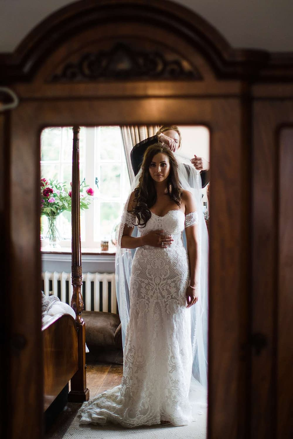 bride getting ready cotswold photography