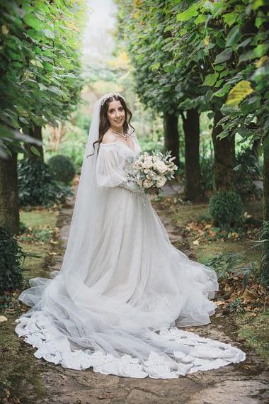 gloucestershire micro wedding barnsley house bride