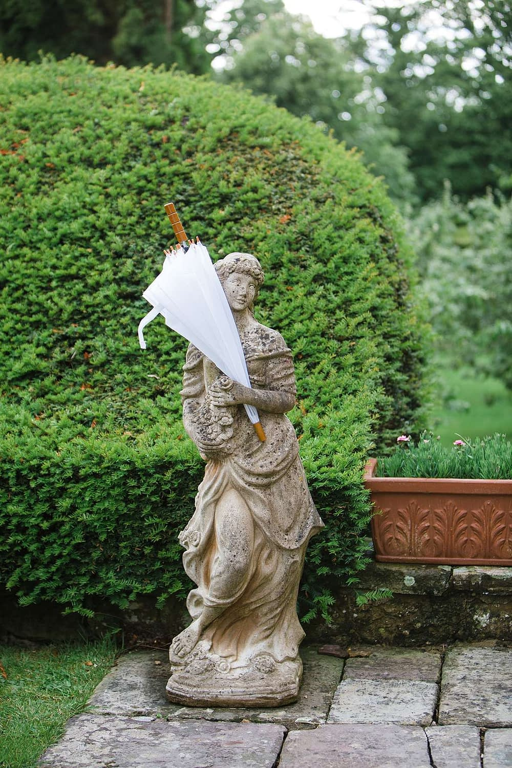 umbrella in statue gloucestershire photography